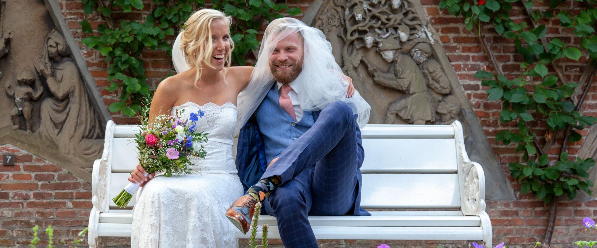 bruidsfoto, bruid en bruidegom, huwelijksfotografie, Utrecht, Fotosessie, bruidsreportage, domtuin